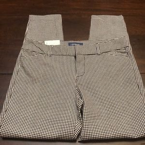 Old Navy pixie ankle length pants.  New.